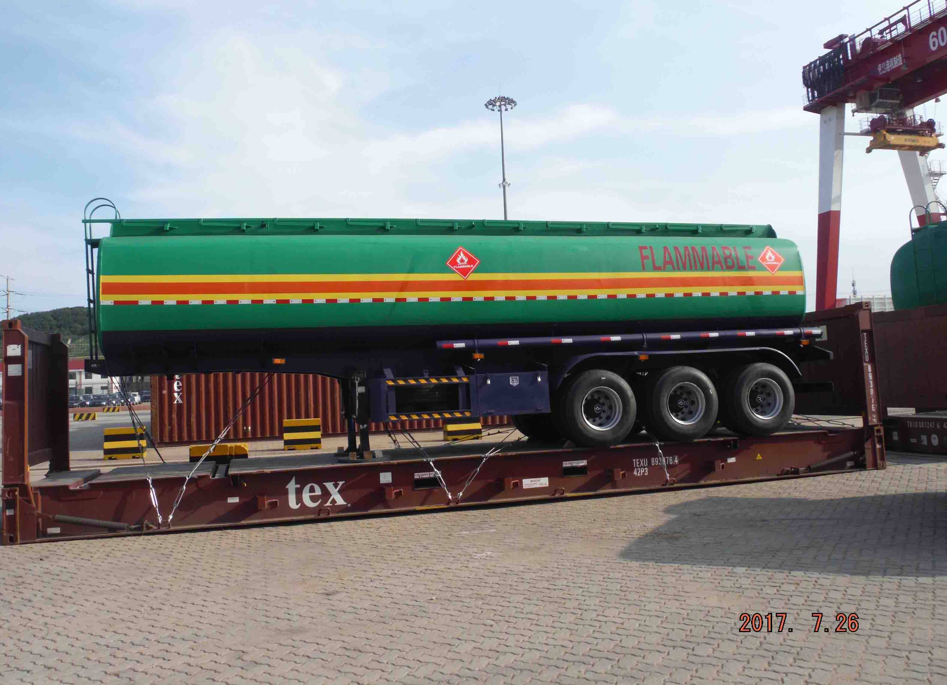 fuel tanker trailer on flat rack.jpg