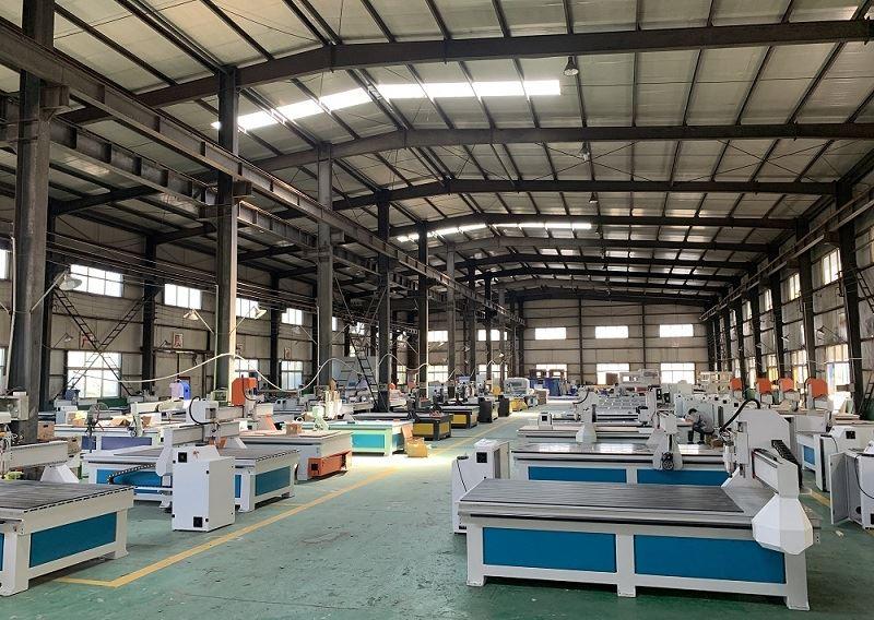 CNC WOOD MACHINE WITH AUTOMATIC FEEDING DEVICE